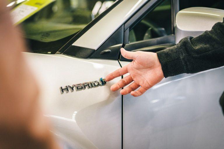 Yhä useampi autonostaja kiinnostunut hybridi- ja sähköautosta