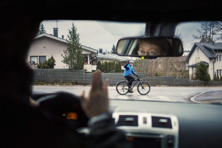 Autoilija — huomaa ja huomioi pyöräilijät