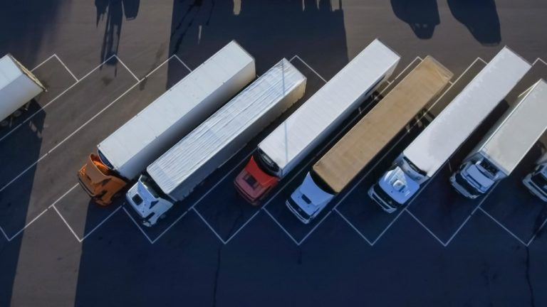 Pääkaupunkiseudulle kaivataan kipeästi lisää raskaan liikenteen parkkipaikkoja