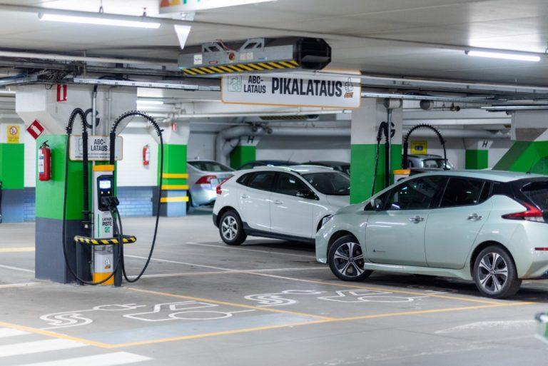 Neljä uutta sähköautojen latauspistettä käyttöön Prisma Itäkeskuksessa — aluksi lataus ilmaiseksi!