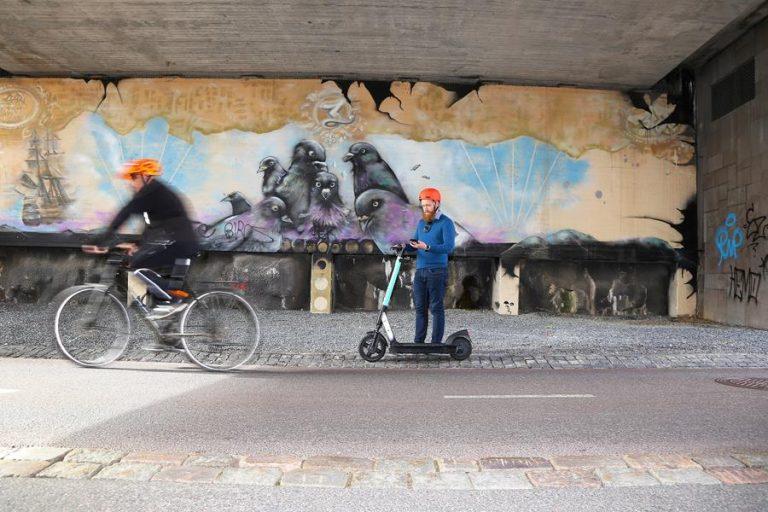 Vuokrakäytössä olevilla sähköpotkulaudoilla noudatetaan pyöräilysääntöjä