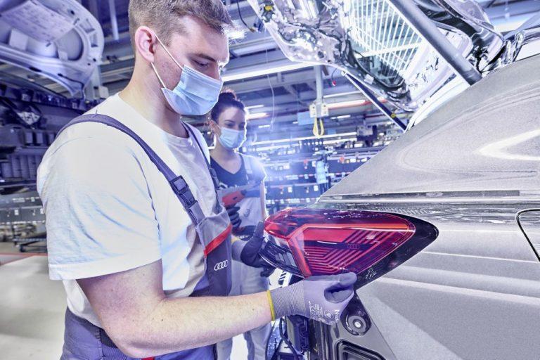 Audi palaa juurilleen: yhtiön syntymäpaikalla Saksin Zwickaun tehtaalla on aloitettu Audi Q4 e-tronin tuotanto