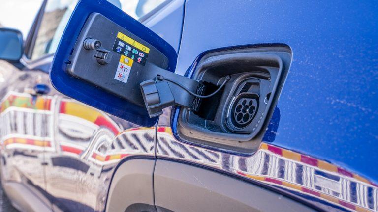 Budjettiriihi: Sähköautojen autovero poistuu ja hankintatuelle luvassa jatkoa