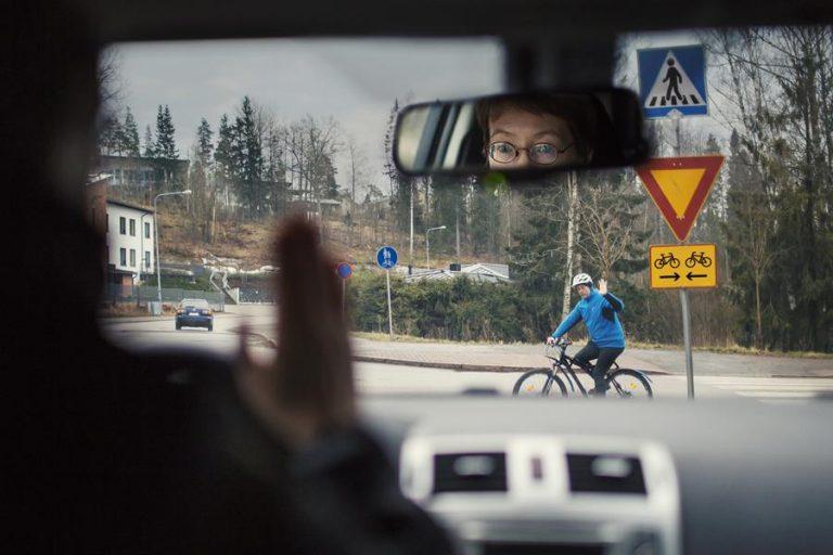 Liikenneturva: Puutteita suomalaisten liikennesääntötuntemuksessa