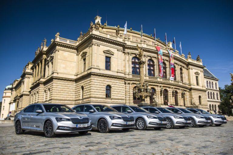 Škoda juhlii tänä iltana 30 vuottaan Volkswagen-konsernissa hyväntekeväisyyskonsertilla
