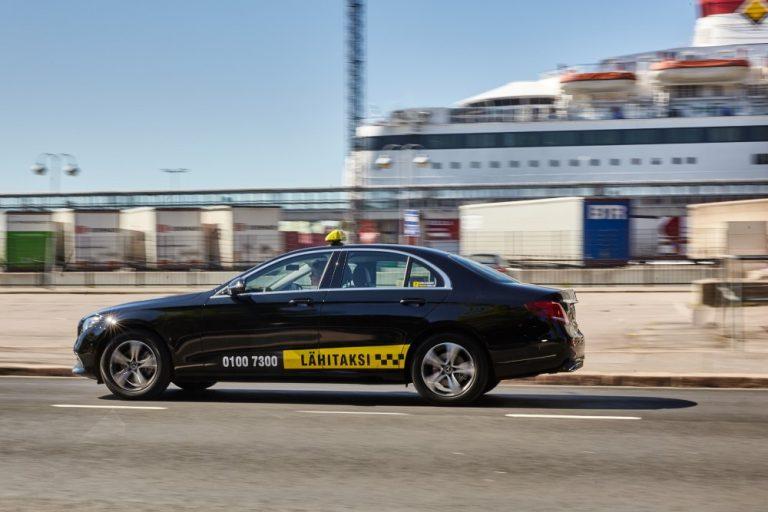 Taksilain korjaussarja ei tyydytä Lähitaksia — Lähitaksi ehdottaa lisäksi takseihin värillistä rekisterikilpeä