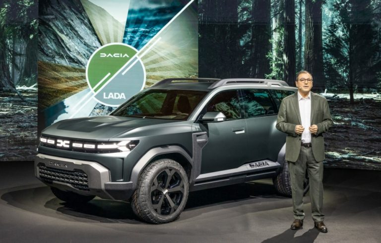 Dacia uudistaa ilmeensä ja logonsa