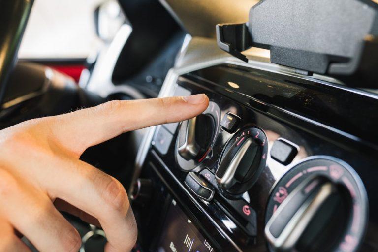 Autoilija, hyönteisten jäänteet kannattaa pestä heti pois!