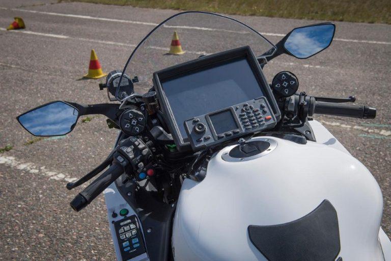 Uutta tekniikkaa uusiin poliisimoottoripyöriin