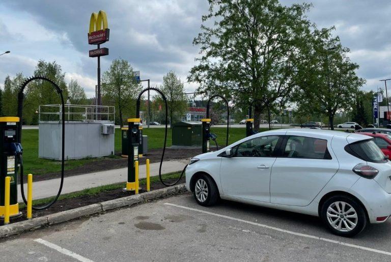 McDonald's-ravintoloiden yhteyteen lisää sähköautojen latauspisteitä