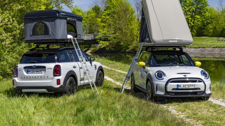 Vaihtoehto matkailuautolle — teltta auton katolla