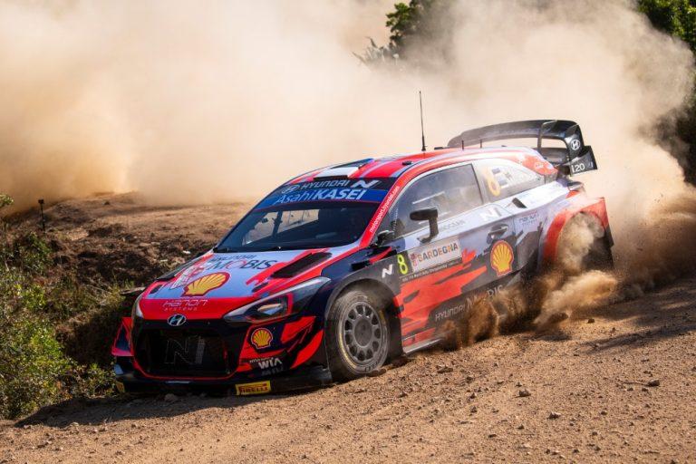 WRC: Ott Tänak Sardinian MM-rallin kärjessä perjantain jälkeen