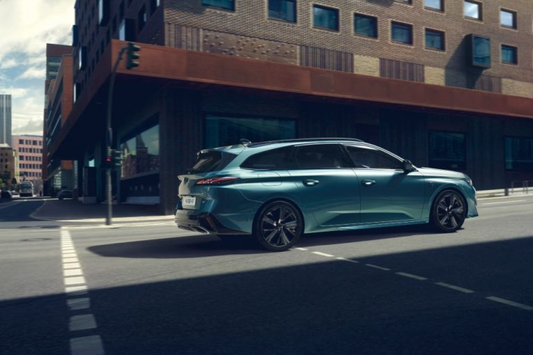 Ensi vuonna Suomeen tuleva uusi Peugeot 308 SW tulee myös lataushybridinä