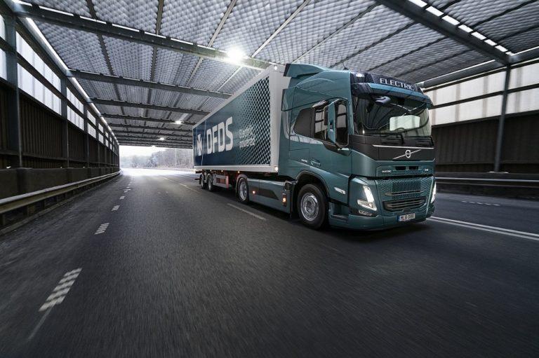 Volvo Trucks ja DFDS sähköistävät tavarankuljetuksen