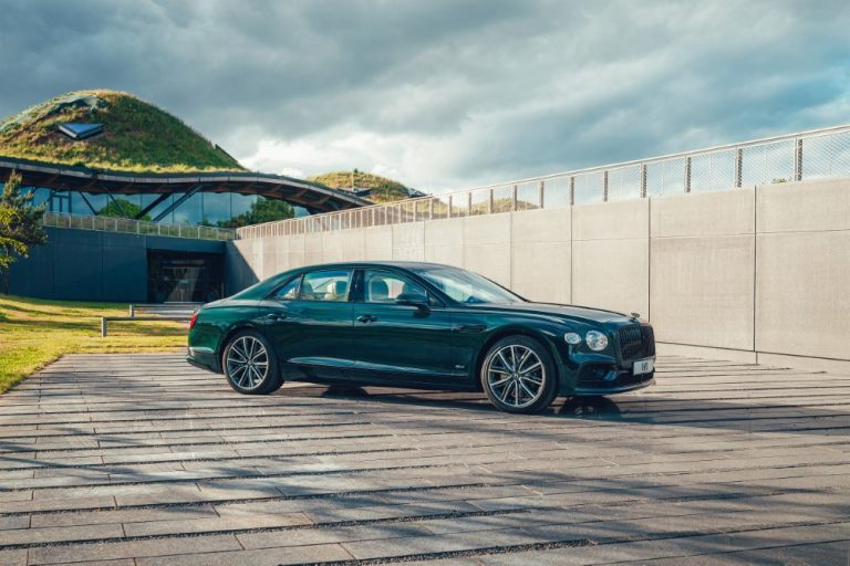 Uusi Bentley Flying Spur tarjolla myös lataushybridinä