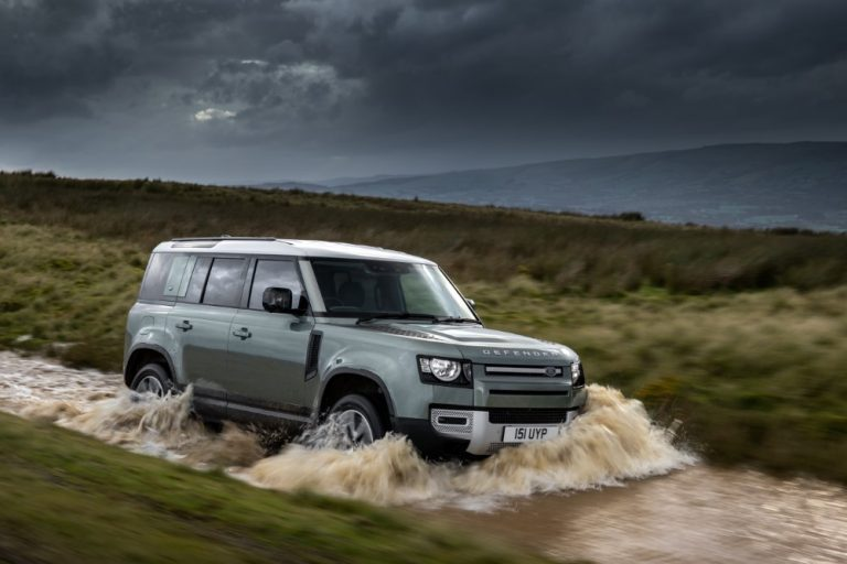 Land Rover Defenderin lataushybridi saapui Suomeen