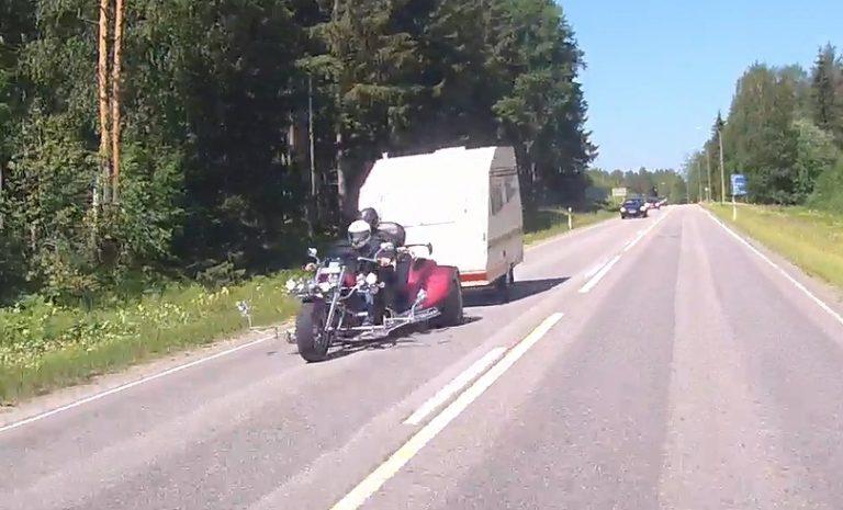 Päivän kuva: Kolmipyöräinen moottoripyörä ja matkailuvaunu