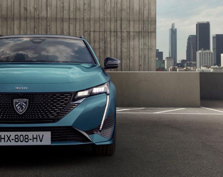 Tänä vuonna jo 70 prosenttia Peugeoteista kulkee ainakin osittain sähköllä