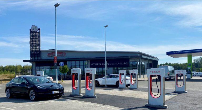 Tesla avaa V3 Supercharger -latausaseman Kuopiossa