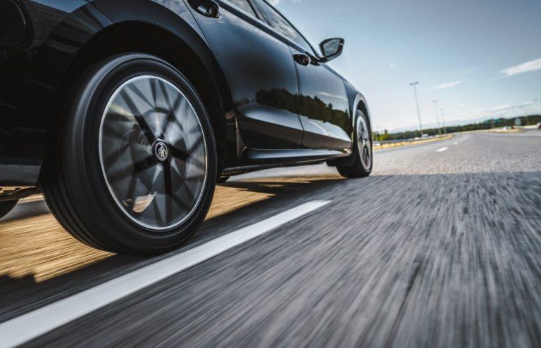 Autoilija voi helpolla tavalla jopa kaksinkertaistaa renkaiden turvallisen käyttöiän