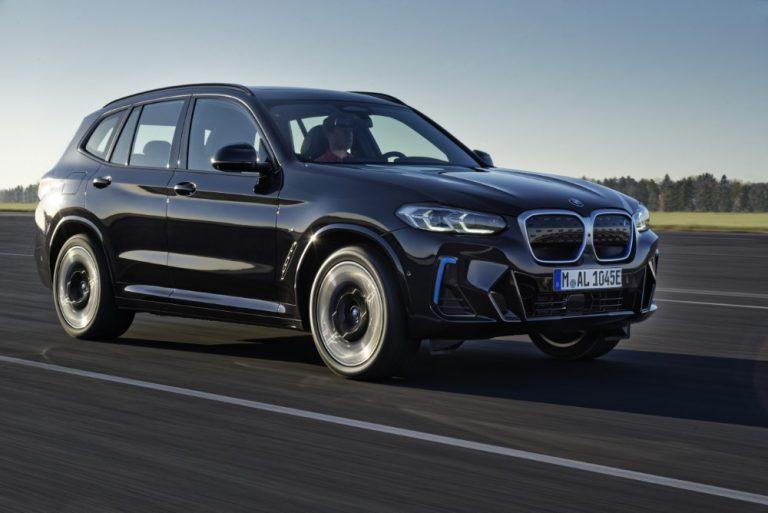 BMW iX3 uudistuu ja muuttuu urheilullisemmaksi