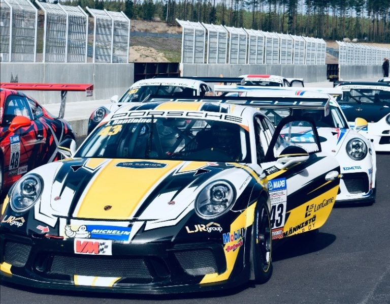 Tuomas Pöntinen ajoi kaksi voittoa Porsche-sarjan KymiRingin kisassa