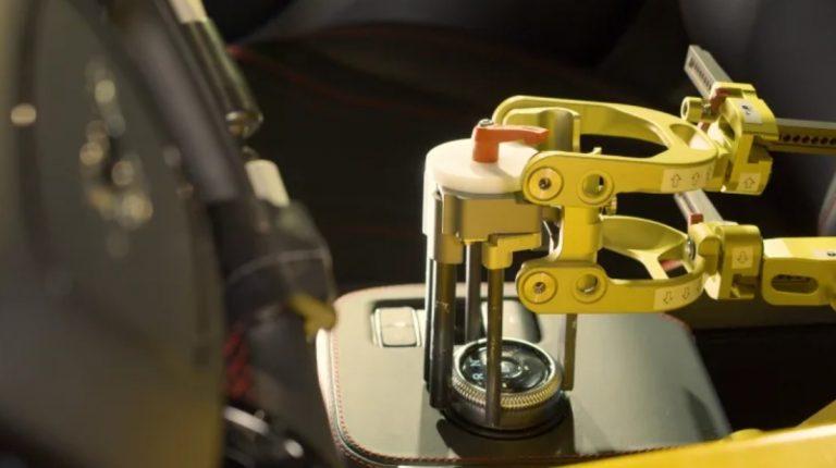 Fordin testilaitoksella robotit korvaavat kuljettajan