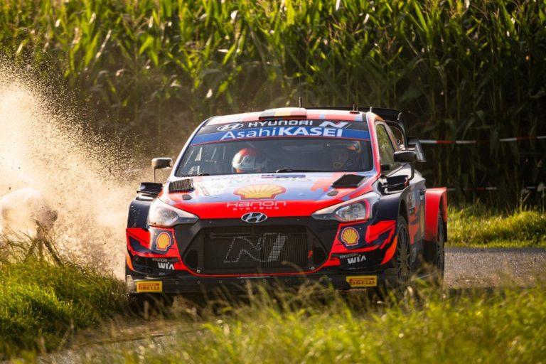 WRC: Neuville kasvattaa eroa Belgian MM-rallin kärjessä — suomalaisilla WRC2-kuljettajilla surkea päivä