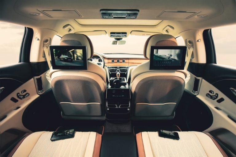 Bentleyn uudessa viihdejärjestelmässä on kaksi 10,1 tuuman näyttöä takapenkkiläisille