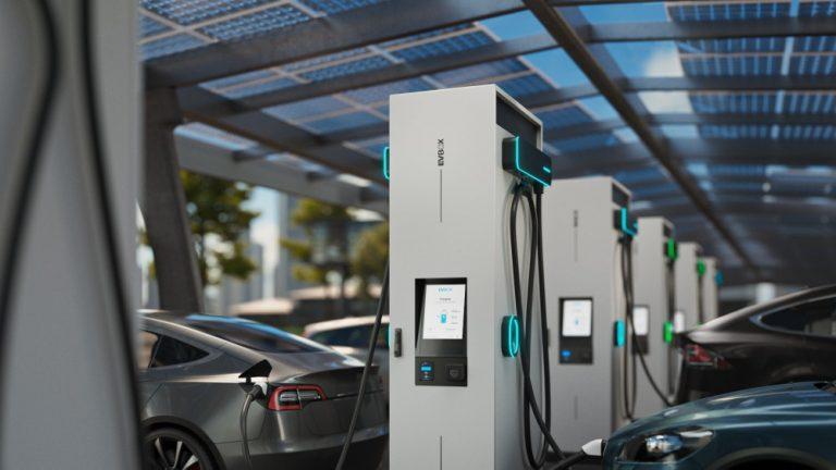 Bridgestonen toimipisteiden yhteyteen 3 500 sähköautojen latausasemaa