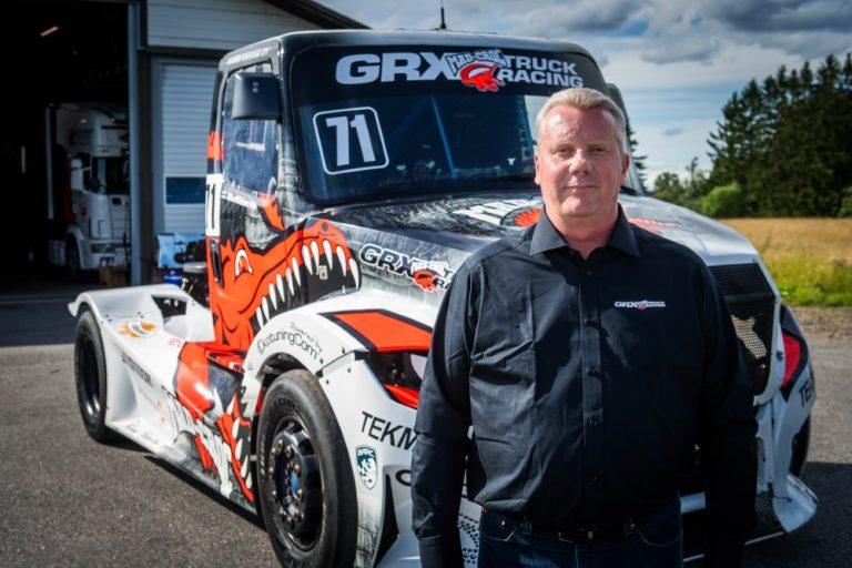 Ratakuorma-autoilu: Mika Mäkinen testaa Sisunsa vauhtia Espanjassa