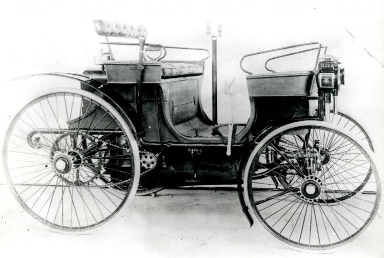 Uuden Peugeot 308 -mallin tuotanto alkoi eilen – 211 vuotta Peugeot-brändin synnystä