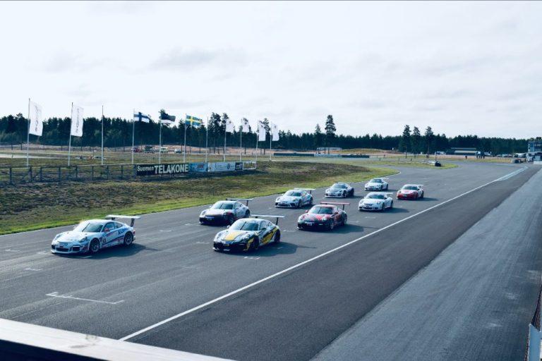 Porsche-sarja: Junior Program -kuski Tuomas Pöntinen ajoi mestariksi