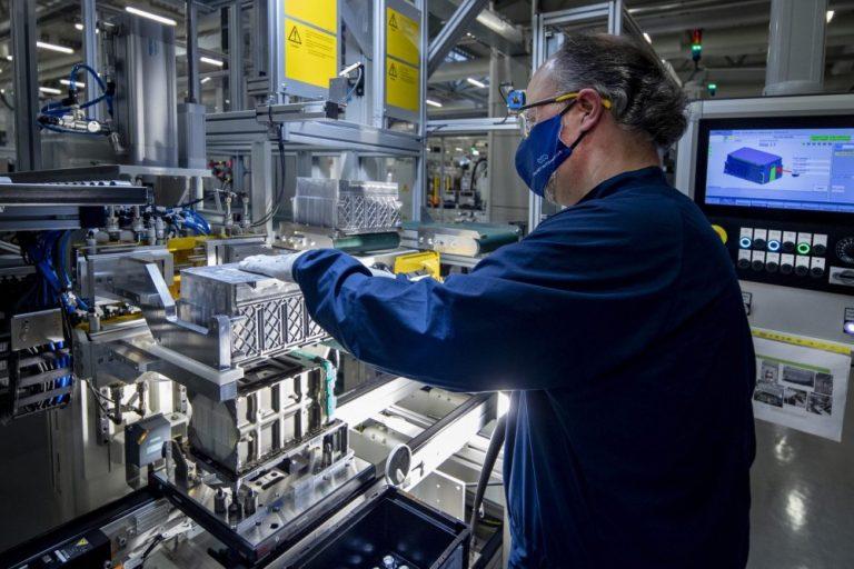 Valmet Automotiven Salon akkutehtaalle uusi asiakas — korkeajänniteakkujen valmistus alkaa