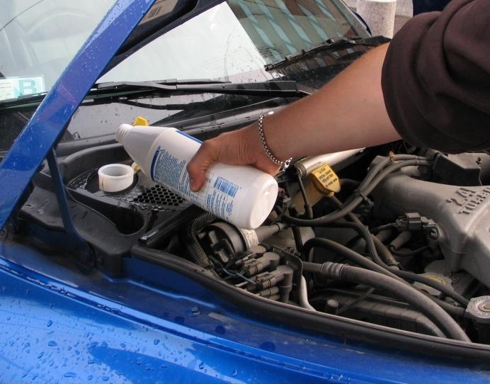 Autotoday 10 vuotta sitten: Myrkylliset tuulilasipesunesteet lukkojen taakse!