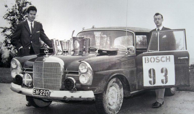 Historian havinaa: Tällä autolla Rauno Aaltonen ajoi Jyväskylän Suurajojen ylivoimaiseen voittoon 1961
