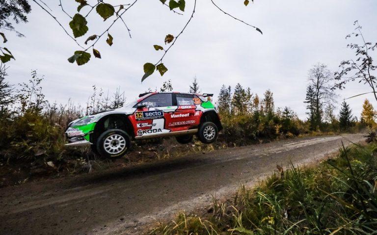 WRC: Emil Lindholm johtaa WRC3-luokkaa Jyväskylässä avauspäivän jälkeen