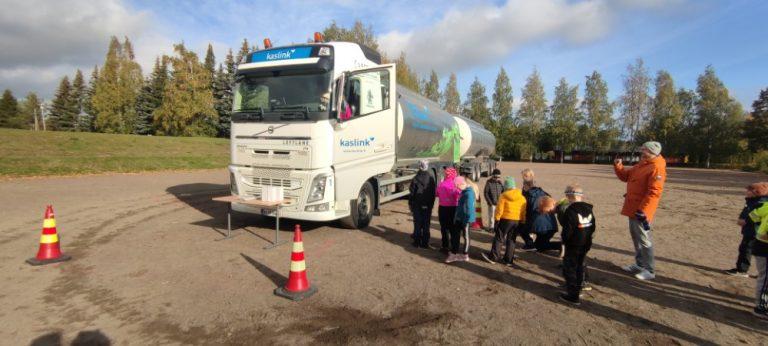 Volvo Trucks tarjoaa turvallisuuskasvatusta lapsille