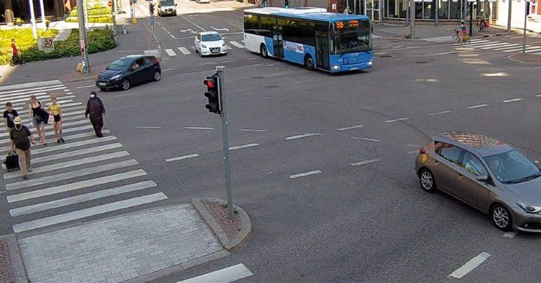 Suomalaisyritykset lupaavat poistaa liikennevalojen älykkäällä ohjauksella 4 % liikennepäästöistä