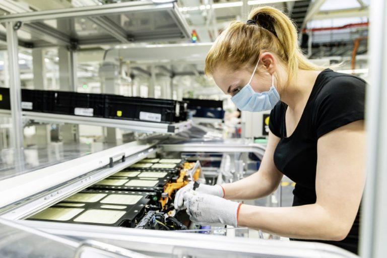 Mercedes-Benz hankkii kolmanneksen akkuvalmistaja ACC:stä