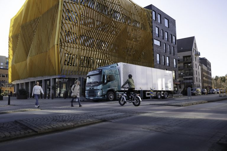 Volvo Trucksille sähkökuorma-autojen ennätystilaus